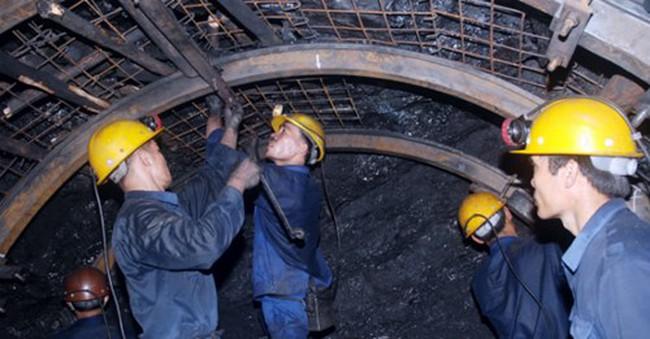 Vinacomin bị Moody's xem xét hạ xếp hạng tín nhiệm