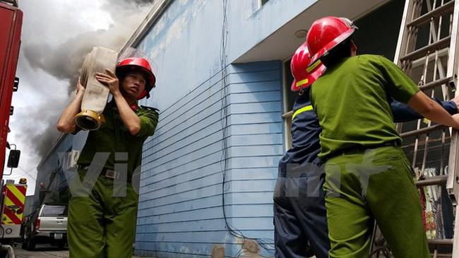 Hiện trường vụ cháy lớn tại Công ty Xuất khẩu Hồng Hà
