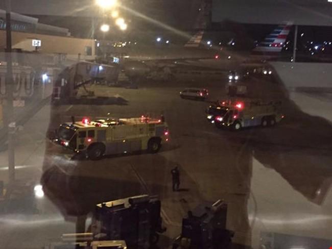 Xả súng tại sân bay New York, cảnh sát sơ tán khẩn