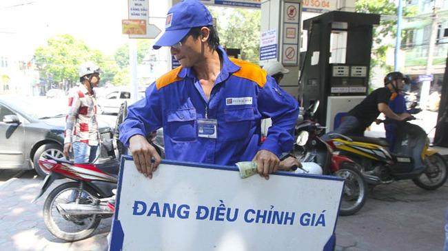 Xăng dầu đồng loạt tăng giá, mức cao nhất tăng thêm 702 đồng/lít