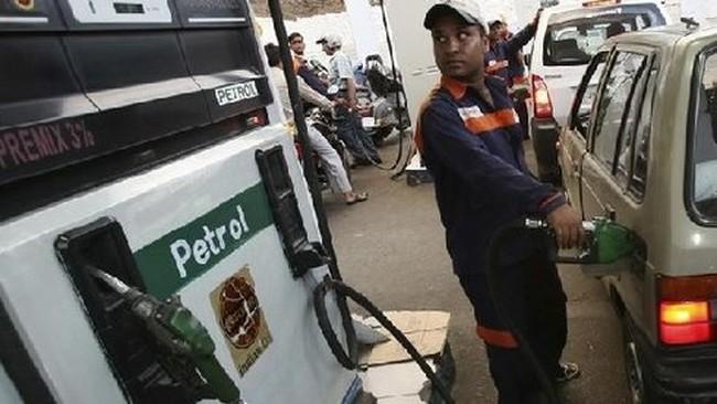 Ấn Độ: Giá dầu thô chính thức rẻ hơn nước khoáng