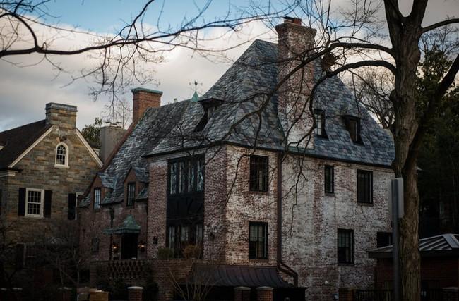 Tậu nhà mới giá 8,1 triệu USD, ông Obama sống ở nơi chỉ cách Nhà Trắng 3km