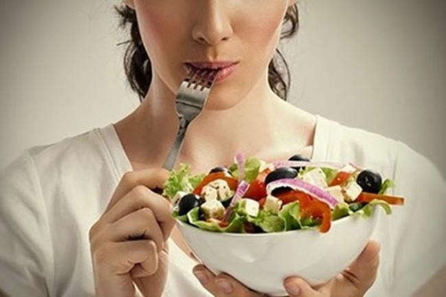 Chuyên gia hàng đầu về ung thư khẳng định: Nhịn ăn, bỏ đói tế bào ung thư để chữa bệnh là một sai lầm
