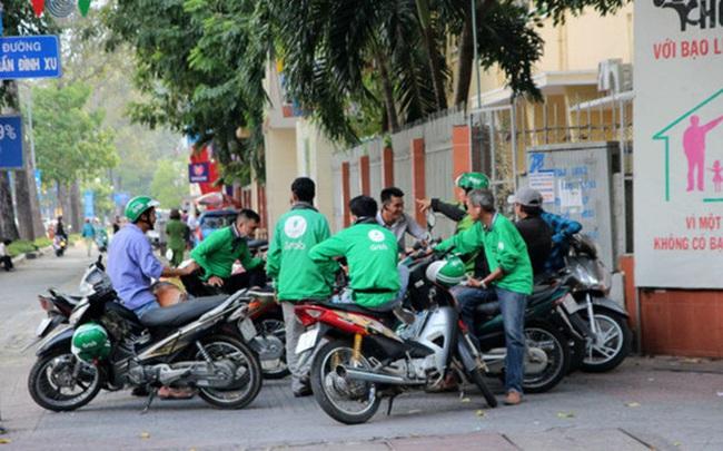 Hàng chục nghìn người đang làm việc cho Uber và Grab tại Việt Nam cần quan tâm đến điều này