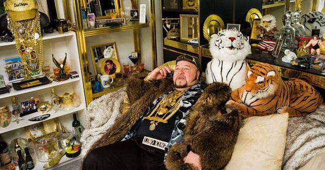 Một nhiếp ảnh gia đã mất 25 năm để ghi lại cuộc sống của giới nhà giàu, và đây là điều cô phát hiện ra