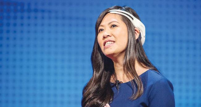 """CEO Emotiv Tần Lê - Cô gái khởi nghiệp từ tương lai: Làm những thứ ai cũng làm được thì chỉ vài tháng, vài năm sau là """"chết"""""""