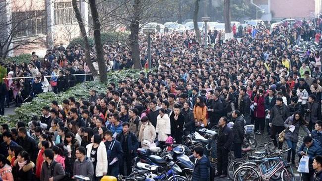Hơn 1.000 người nộp đơn xin một công việc nhà nước ở Trung Quốc