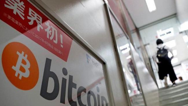 """Giá Bitcoin """"bốc hơi"""" hơn 2.000 USD trong chưa đầy một ngày"""