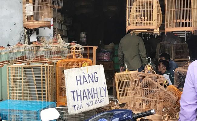 Nhiều ki-ốt quanh sân bay Tân Sơn Nhất xả hàng trước giờ giải tỏa