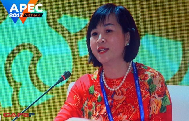 """TGĐ Vingroup nói về chuyện robot cướp việc làm của con người ở APEC: """"Có một số sản phẩm chỉ có thể làm bằng tay, ví dụ như chiếc áo dài tôi đang mặc"""""""