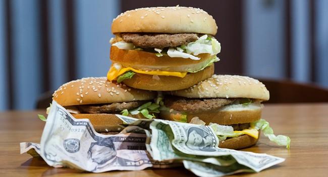 Chỉ số Big Mac: Tiền đồng đang bị định giá thấp hơn một nửa so với giá trị thực