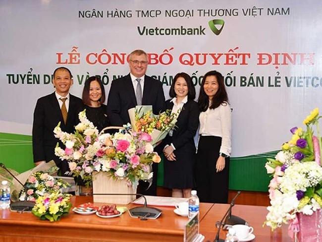 Ngân hàng Việt chi tiền tỉ thuê sếp ngoại