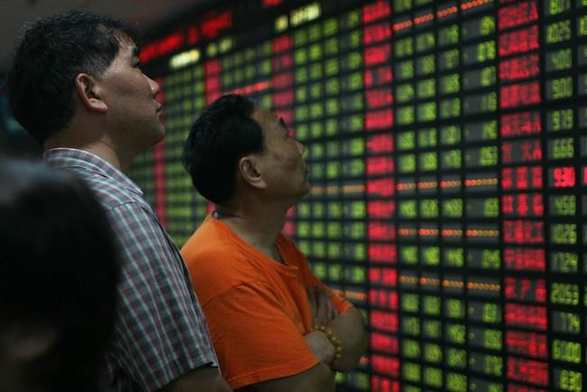 Chứng khoán Trung Quốc chạm đáy 20 tháng sau khi bị Moody's hạ bậc tín nhiệm