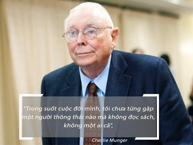 Tỉ phú Charlie Munger: Những người chỉ dùng thiết bị điện tử sẽ không thể thành công bằng một người chỉ tập trung đọc sách như Warren Buffett
