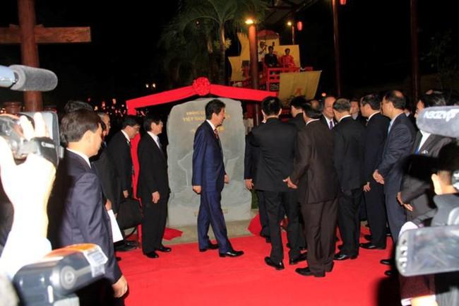 Thủ tướng Việt Nam, Nhật Bản dạo bước phố cổ Hội An