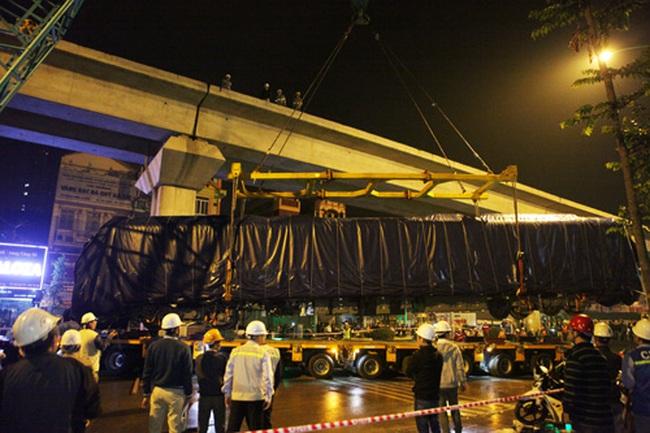Clip: Cẩu 3 toa tàu Cát Linh cuối cùng lên đường ray