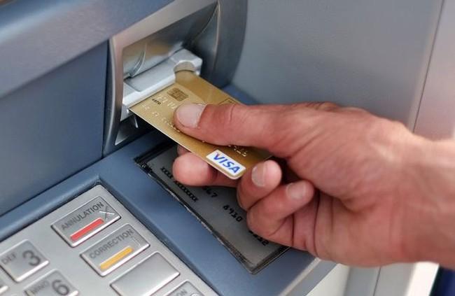 'Tuýt còi' các ngân hàng toan ngừng hoạt động ATM sau 22h