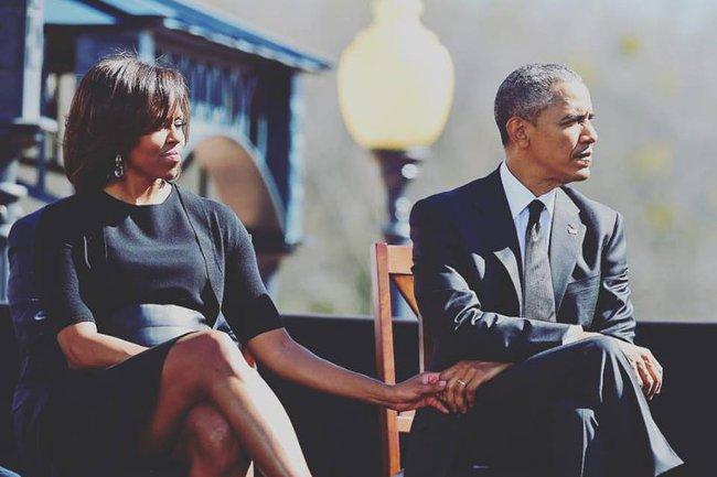 Khoảnh khắc Tổng thống Obama lau nước mắt khi nhắc đến những hy sinh thầm lặng của vợ