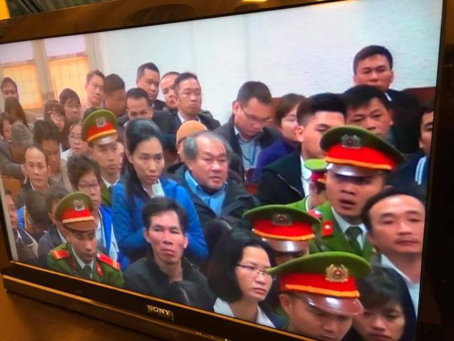 Hình ảnh Hà Văn Thắm, Nguyễn Xuân Sơn và các bị cáo tại phiên tòa xét xử đầu tiên