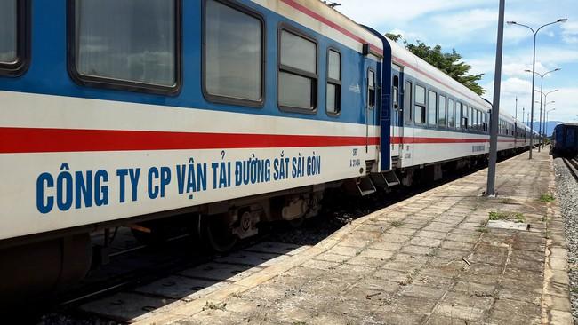 """Có gì bên trong """"tàu 5 sao"""" mới tuyến Sài Gòn - Nha Trang?"""