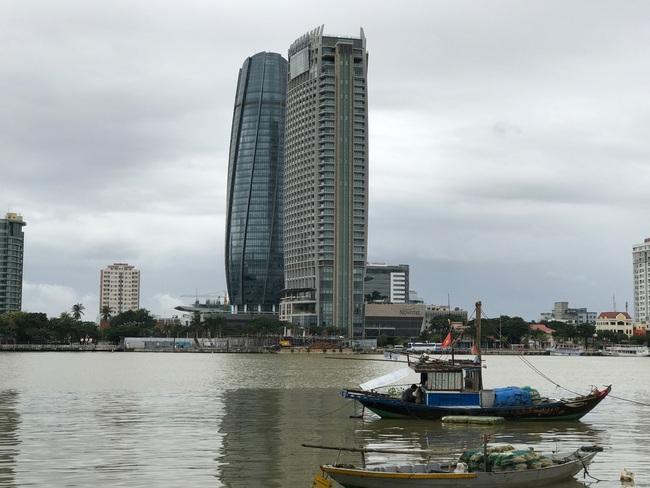 Cận cảnh những cung đường nửa km cõng hàng chục khách sạn tại Đà Nẵng