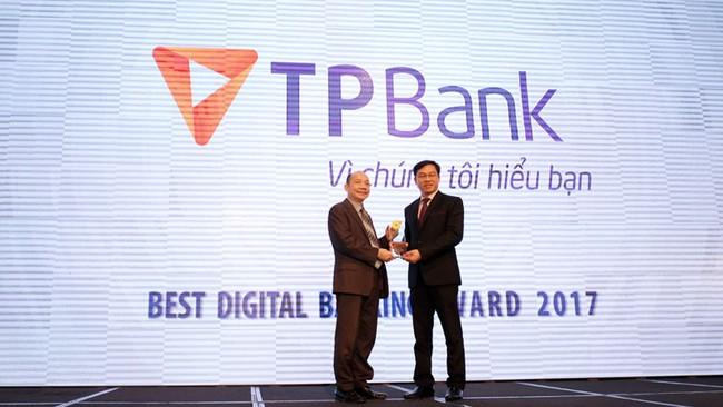 """TPBank nhận giải thưởng """"Ngân hàng số xuất sắc nhất 2017"""""""