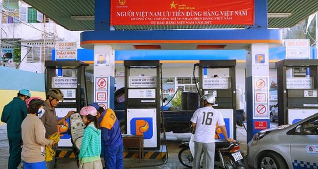 """Trong khi cây xăng """"chuẩn Nhật"""" đầu tiên khai trương tại Việt Nam, Petrolimex treo băng rôn kêu gọi """"người Việt ủng hộ hàng Việt""""?"""