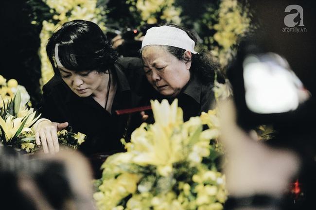 Những hình ảnh xúc động trong lễ tang nhà giáo Văn Như Cương