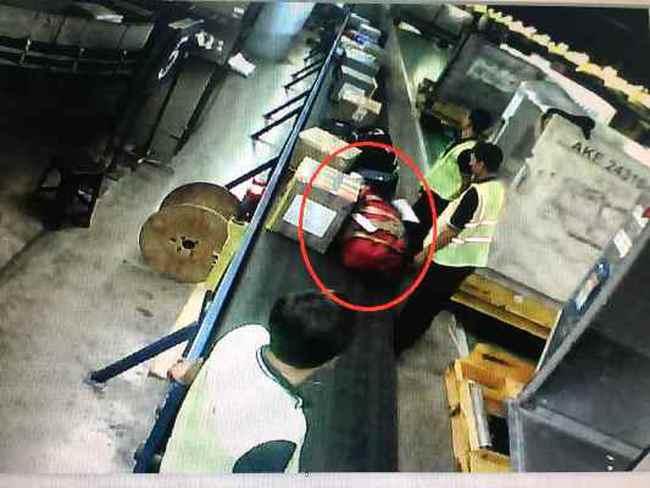 Thực hư vụ hành lý của Việt kiều bị cắt khóa ở Tân Sơn Nhất
