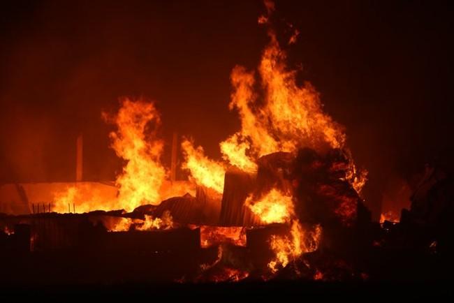 Cháy lớn ở Thanh Hóa, hàng trăm công nhân tháo chạy trong đêm