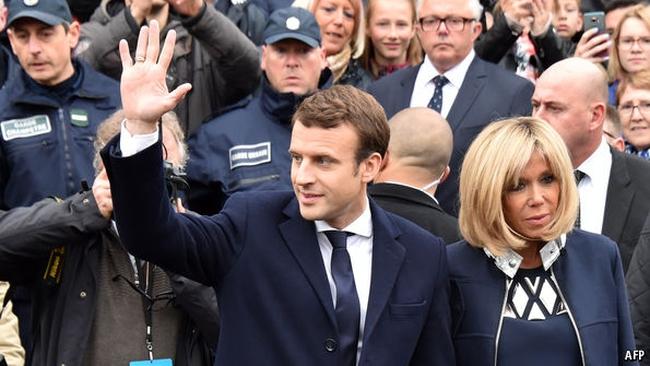 Chỉ mới 39 tuổi, ít kinh nghiệm chính trị, vì sao ông Emmanuel Macron lại giành chiến thắng ngoạn mục?