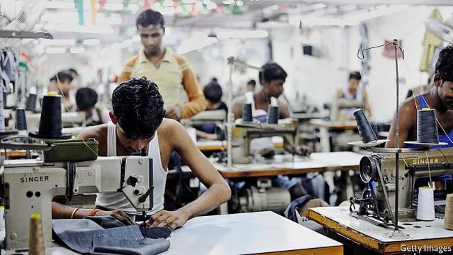 Chỉ 2 năm nữa nước Mỹ sẽ không cần đến lao động giá rẻ ở Việt Nam, Campuchia, Bangladesh để may áo phông nữa