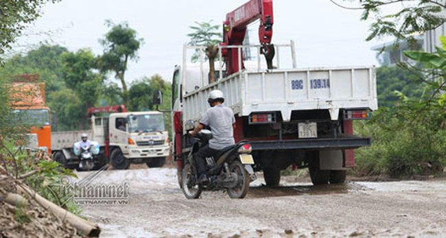 'Mánh' né trạm thu phí quốc lộ 5 của tài xế xe tải
