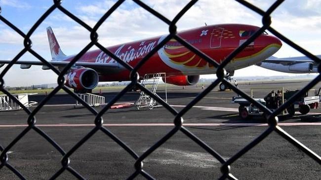 Máy bay của AirAsia phải hạ cánh khẩn cấp, hành khách hoảng loạn