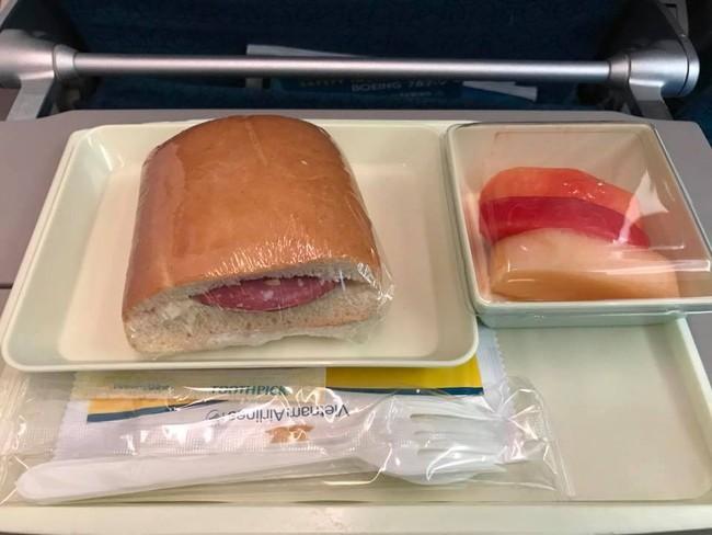 Dù người khen kẻ chê, công ty bán cơm cho Vietnam Airlines và một loạt hãng hàng không lớn vẫn thu về hơn 400 tỷ mỗi năm
