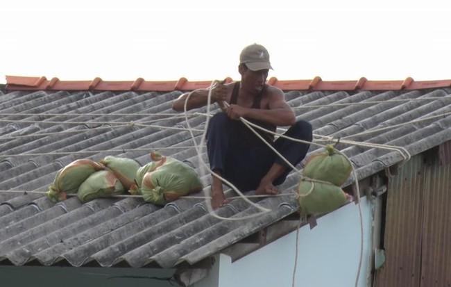 Video: Đủ cách ứng phó bão số 16 (Tembin)