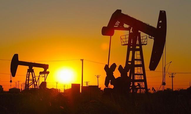 """Giá dầu """"sôi"""" năm 2017, liệu 2018 có tiếp tục tăng?"""