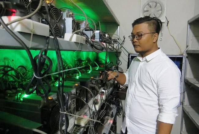 """""""Trâu cày"""" Bitcoin ồ ạt đổ bộ Sài Gòn"""