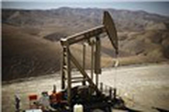 Giá dầu thô Mỹ vượt mốc 60 USD/thùng