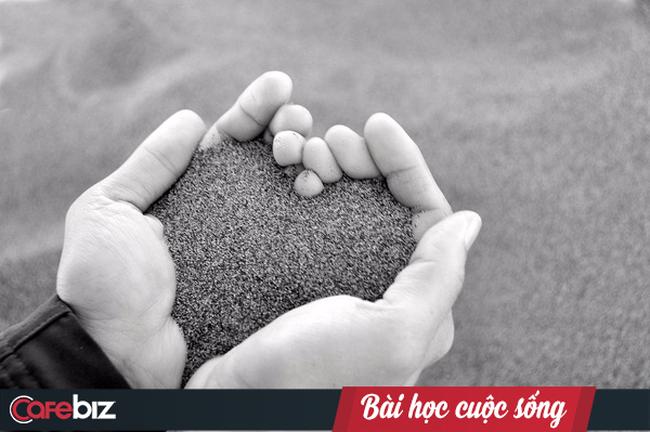 Câu chuyện về những chiếc tách đắt tiền và bình cà phê của thầy giáo: Cuộc sống vui vẻ hay buồn bã là do lựa chọn của mỗi người
