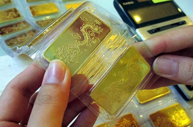 Vàng trong nước cao hơn thế giới chưa đầy 1 triệu đồng/lượng
