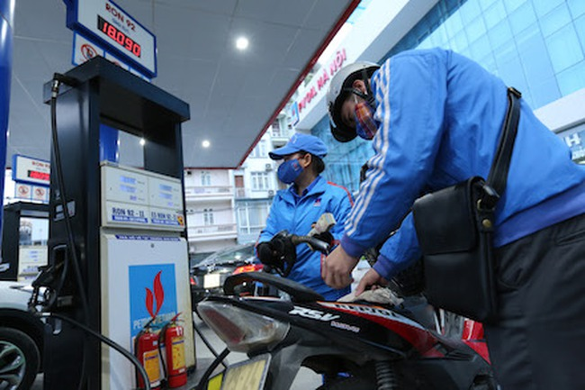 Thay xăng A92 bằng xăng sinh học E5 từ 1.1.2018: Người tiêu dùng phải thấy được lợi ích!