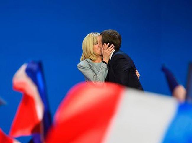 """Tổng thống đắc cử trẻ nhất nước Pháp nói về người duy nhất dám phê bình ông: """"Nếu không có cô ấy, tôi không phải là tôi"""""""