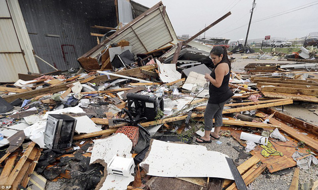 Cận cảnh đổ nát tại bang Texas sau siêu bão Harvey