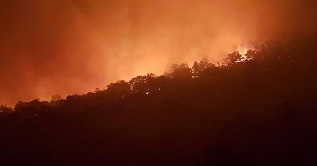 """Hà Nội: Hơn 2000 người trắng đêm khống chế """"vụ cháy rừng lớn nhất, lâu nhất trong lịch sử"""""""