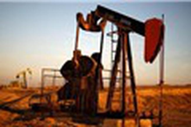 Giá dầu thô Mỹ tăng, dầu Brent thả dốc