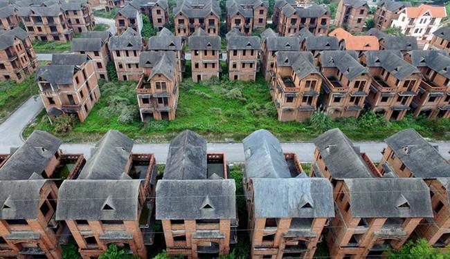 Nên đánh thuế đất hay thuế nhà?