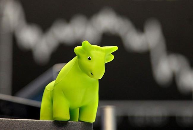 Khối ngoại đẩy mạnh mua ròng hơn 1.200 tỷ đồng trong phiên cuối tuần, VnIndex tăng vọt gần 8 điểm