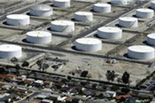 Giá dầu gần chạm đỉnh 1 tháng