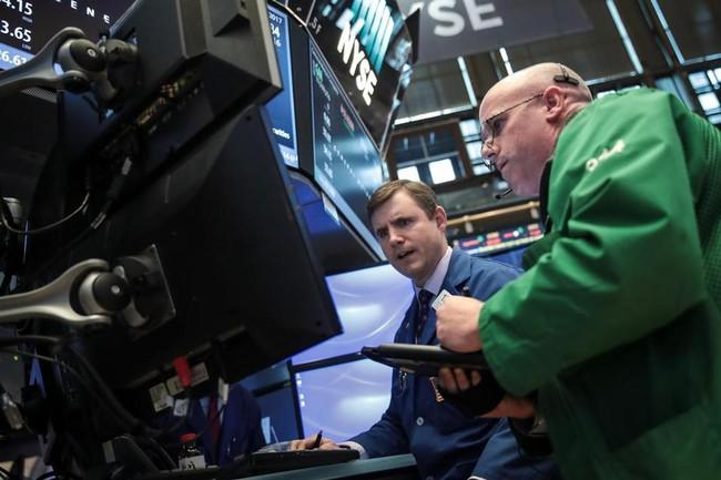 Dow Jones giảm hơn 200 điểm